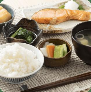 季節の食材を活かし栄養バランスのとれたおいしい食事を提供